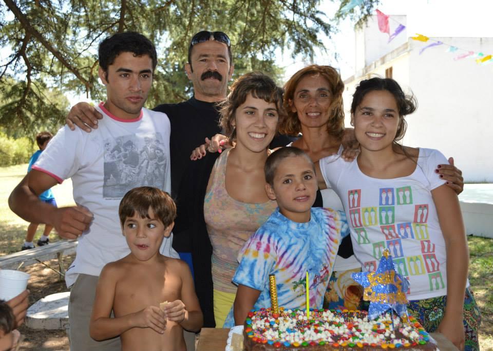 Josefina Mendoza de joven con su familia